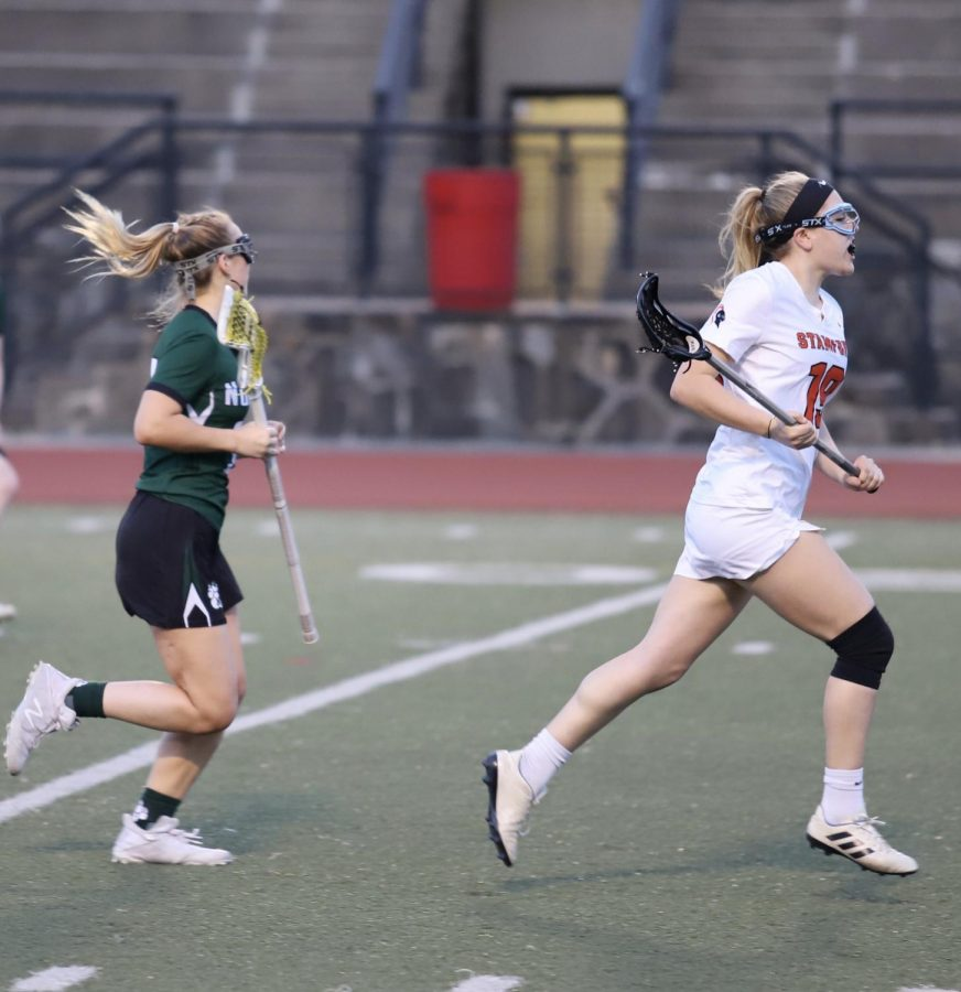Claire Mckinnon transitioning up the field